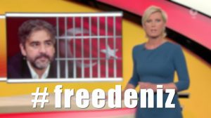 """Standbild der Fernsehsendung """"Brisant"""" im Ersten. Neben der Moderatorin ist der Journalist Deniz Yücel dargestellt, halb hinter Gittern."""