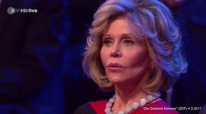 """Jane Fonda schaut verdutzt bei der """"Goldenen Kamera"""" im ZDF"""