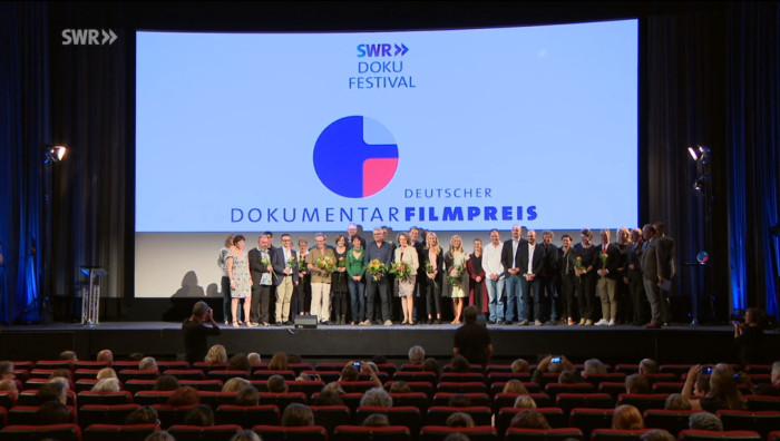 "Gruppenbild aller Beteiligten des ""SWR Doku Festivals"" in Stuttgart"
