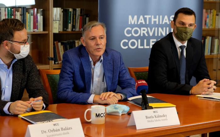 """Der frühere """"Welt""""-Korrespondent Boris Kálnoky bei seiner Vorstellung als Leiter der Medienschule"""