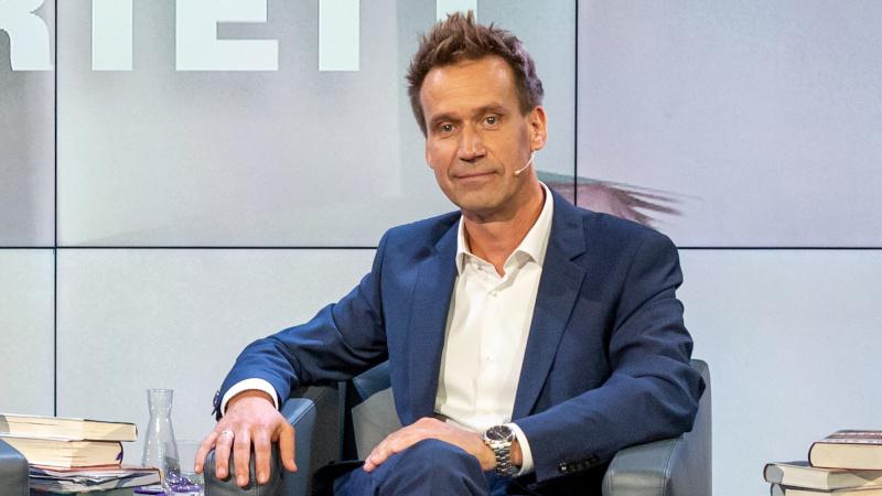 """Volker Weidermann in der ZDF-Sendung """"Das literarische Quartett"""" auf der Frankfurter Buchmesse im Oktober 2019"""