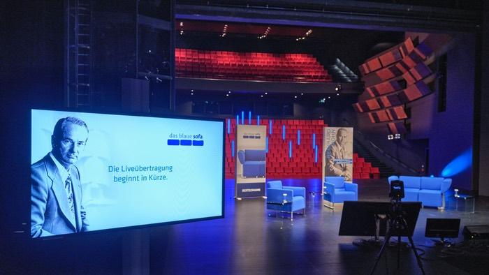 """Das """"blaue Sofa"""" im Theater Gütersloh"""