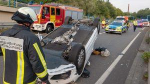 Bild von einem Unfall mit Rettungspersonal im Einsatz