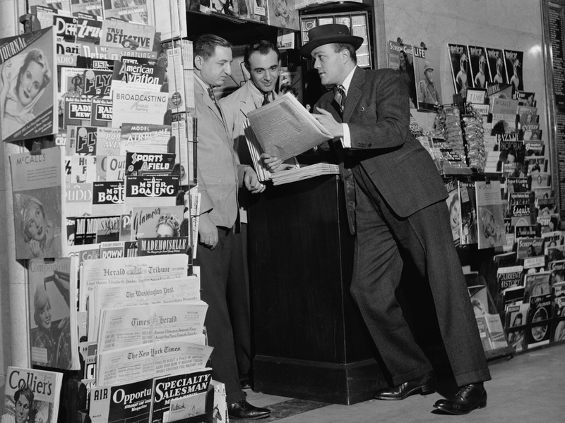 Customer at the Newsstand in the National Press Building, Washington, D.C. ca. 1940
