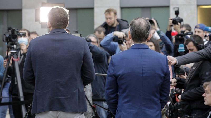 Die Generalsekretäre Lars Klingbeil (SPD) und Volker Wissing (FDP) geben vor der Presse ein Statement zu ihren Sondierungsgesprächen ab.