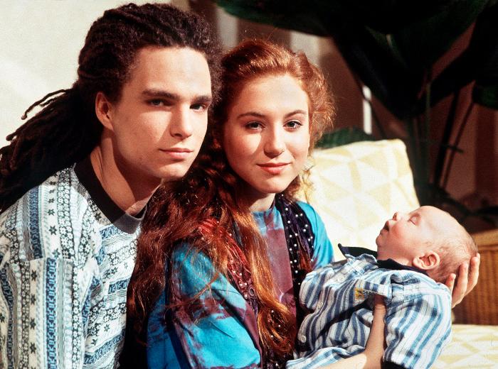 Iffi und Momo mit ihrem Sohn in der Lindenstraße 1998