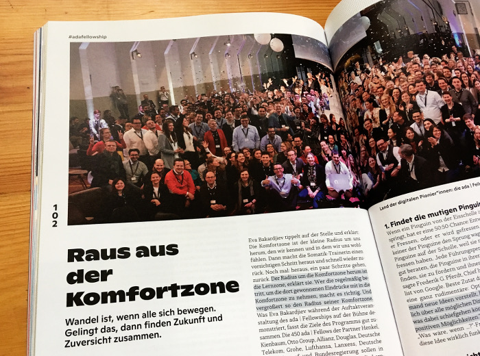 Gruppenbild von mehr als 100 ada-Fellows bei einer Veranstaltung in Essen