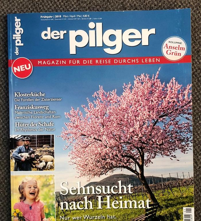 Titelseite mit einem Foto einer Wiese mit einem rosa blühenden Kirschbaum