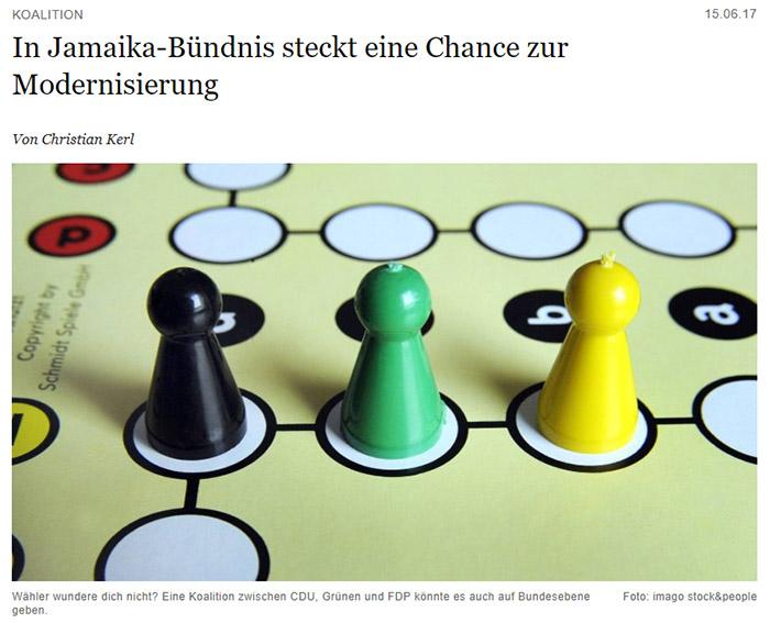 Schwarzes, grünes und gelbes Mensch-ärgere-dich-nicht-Männchen auf einem Mensch-ärgere-dich-nicht-Spielbrett