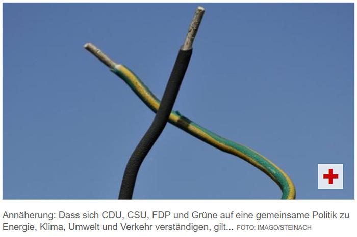 Ein Kabel mit schwarzer Ummantelung, ein Kabel mit grün-gelb gestreifter Ummantelung