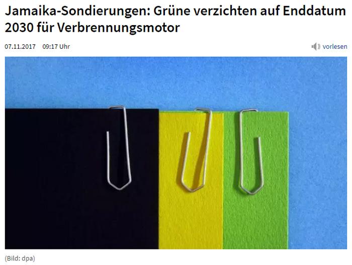 Schwarzes, grünes und gelbes Papier mit angehefteten Büroklammern