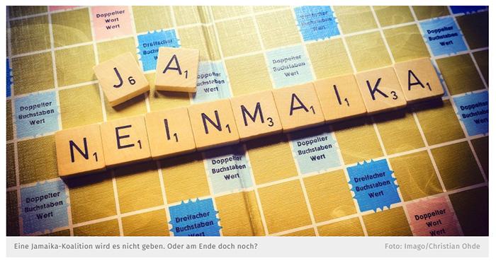 """Scrabble-Buchstaben, die das Wort """"NEINMAIKA"""" bilden, daneben die Buchstaben J und A"""