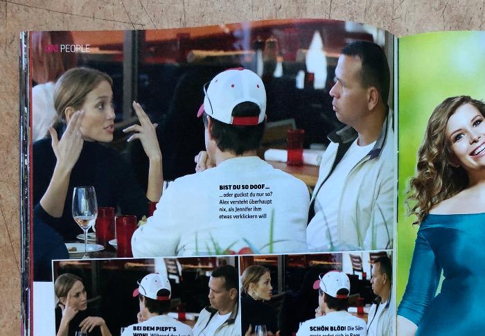 Doppelseite mit Fotos von Jennifer Lopez und Begleitern