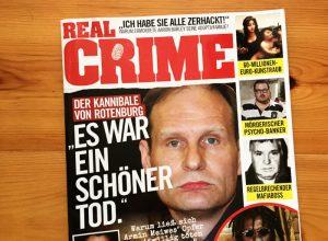 """Verschiedene Gesichter von Verbrechern, dazu Text. In der Mitte: Armin Meiwes mit dem Zitat: """"Es war ein schöner Tod."""""""