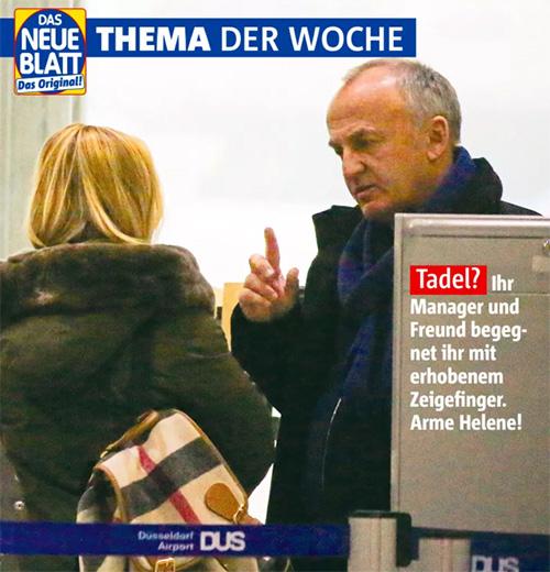 [Auf dem Foto steht der Manager vor Helene und hebt den Zeigefinger. Bildunterschrift: Tadel? Ihr Manager und Freund begegnet ihr mit erhobenem Zeigefinger. Arme Helene!]