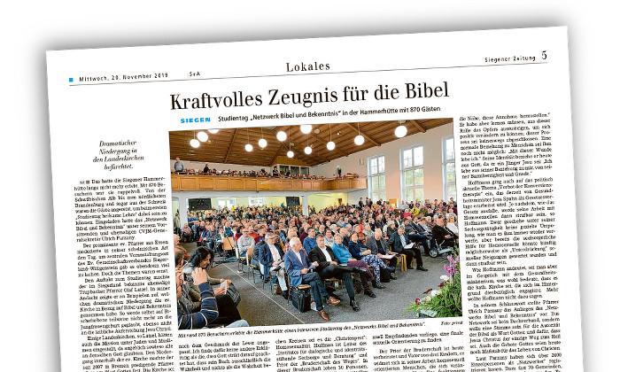 Zeitungsseite mit einem Bild der besprochenen Veranstaltung in Siegen: Blick in einen Saal mit voll besetzten Stuhlreihen