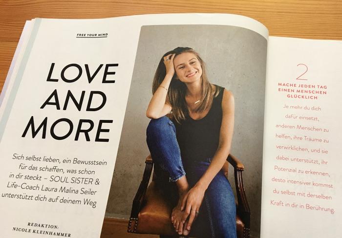 """Frau sitzt versonnen auf einem Stuhl, daneben die Überschrift: """"Love and more"""""""