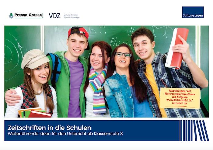 Titel einer Broschüre mit einem Foto verschiedener Schülerinnen und Schüler vor einer Tafel