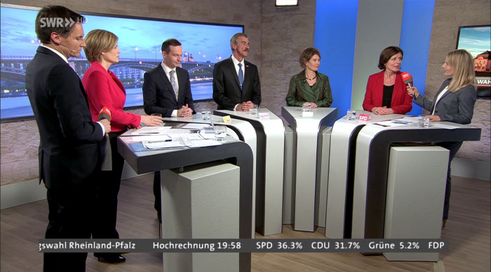 Nun doch da: Malu Dreyer (SPD, 2.v.r.)