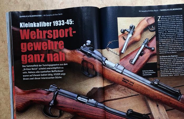 """Neben der Überschrift """"Wehrsport-Gewehre ganz nah"""" sind mehrere Gewehre zu sehen."""